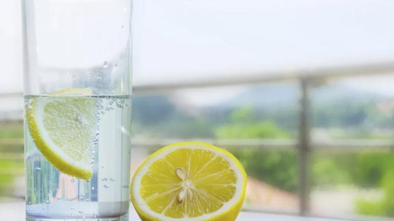 Les bienfaits de l'eau citronnée pour la santé