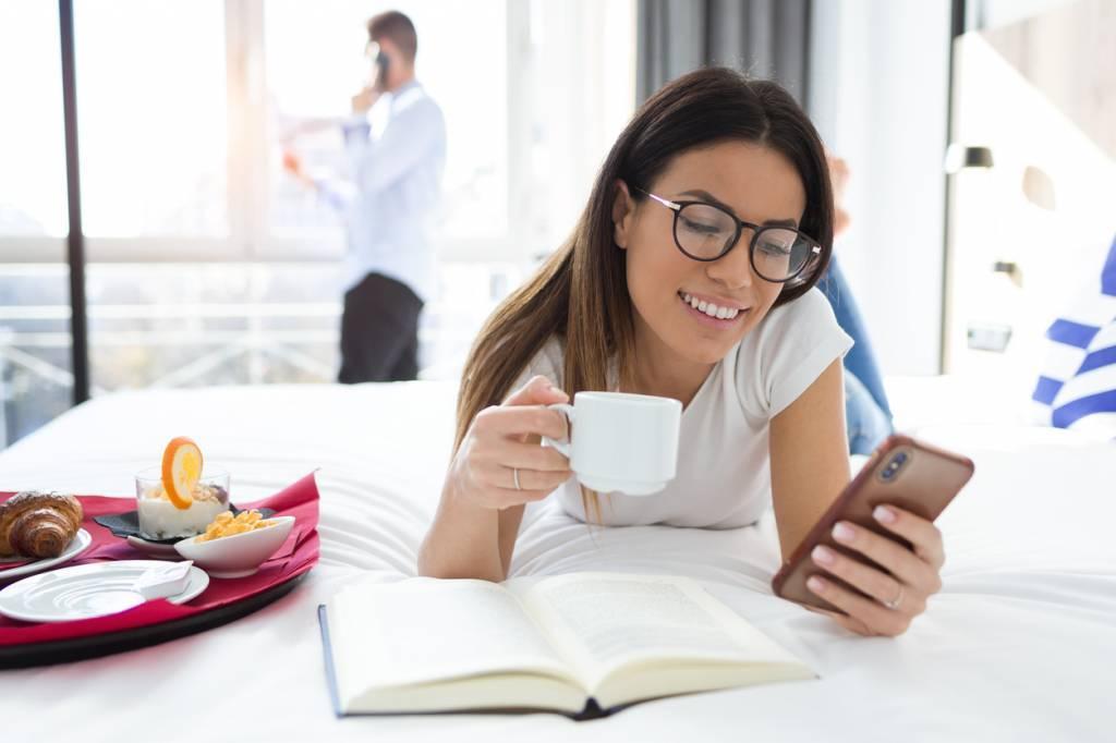 Clients satisfaits de le bonne couverture du Wi-Fi de leur hôtel