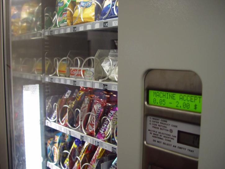 Comment s'équiper d'un distributeur automatique sans trop investir?